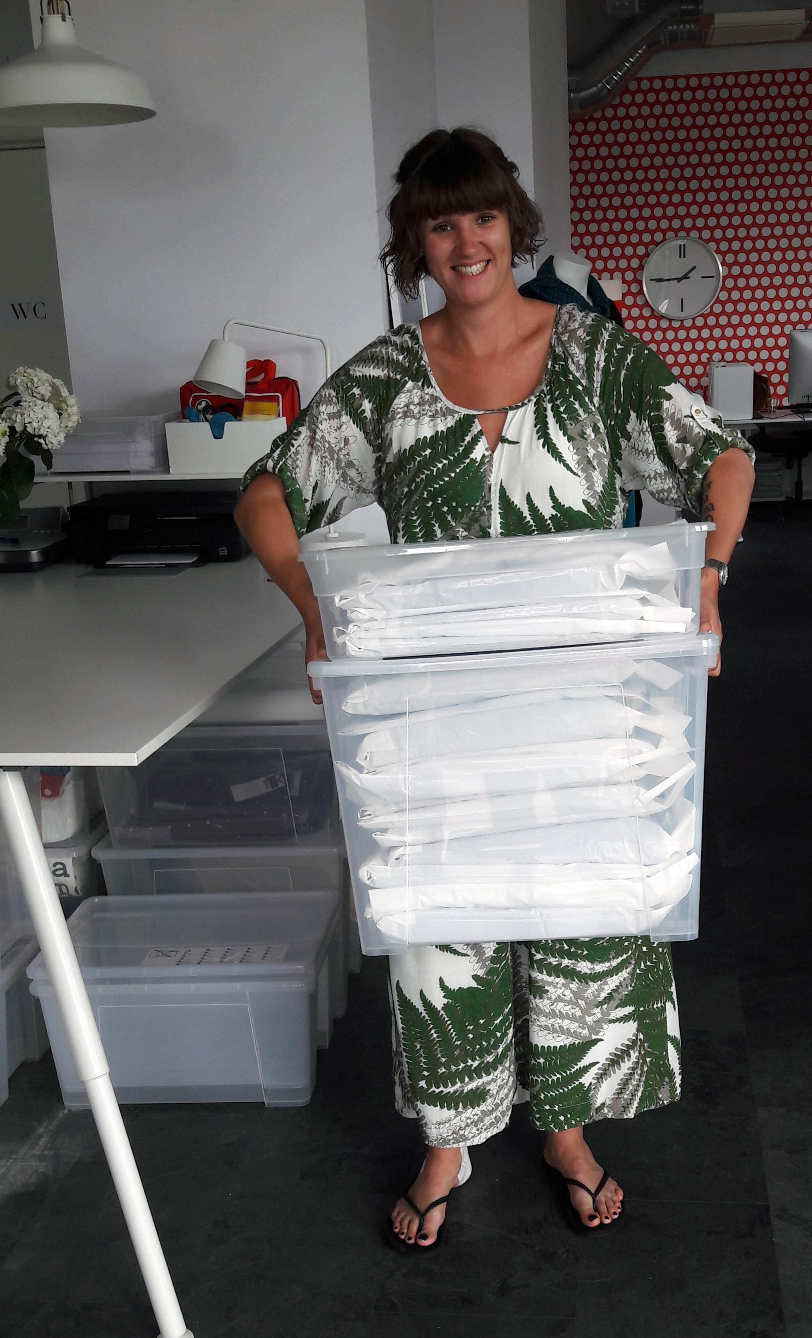 När dagens order är packade  skriver vi in frakthandlingarna i postens system.