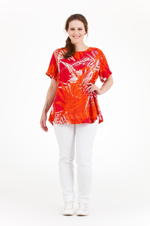 Olina topp är i 100% sval och skön modal. Snygg att ha som den är eller under Alva skjorta. Finns i Fern orange, Fern grön, Dot blå och svart (svart i 100% viskos) Pris 499:-