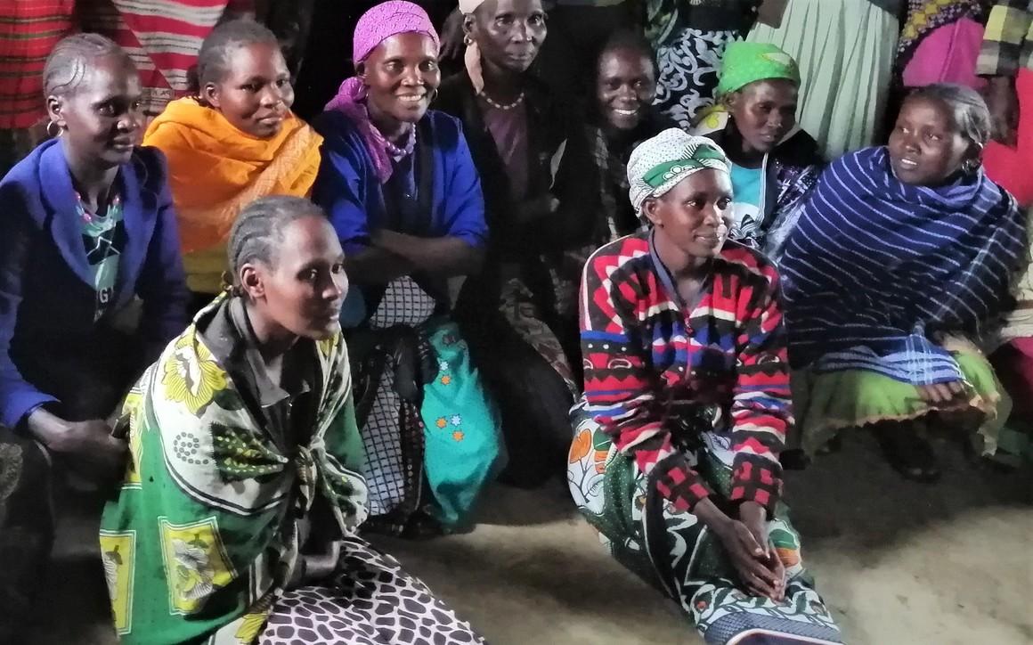 Kvinnogrupper har organiserats för att förbättra kvinnors hälsa.