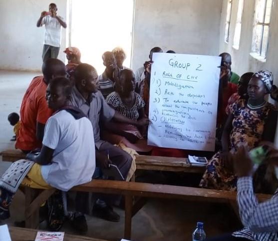 Byhälsovolontärer som får utbildning för att mobilisera sina egna bybor för bättre hälsa.