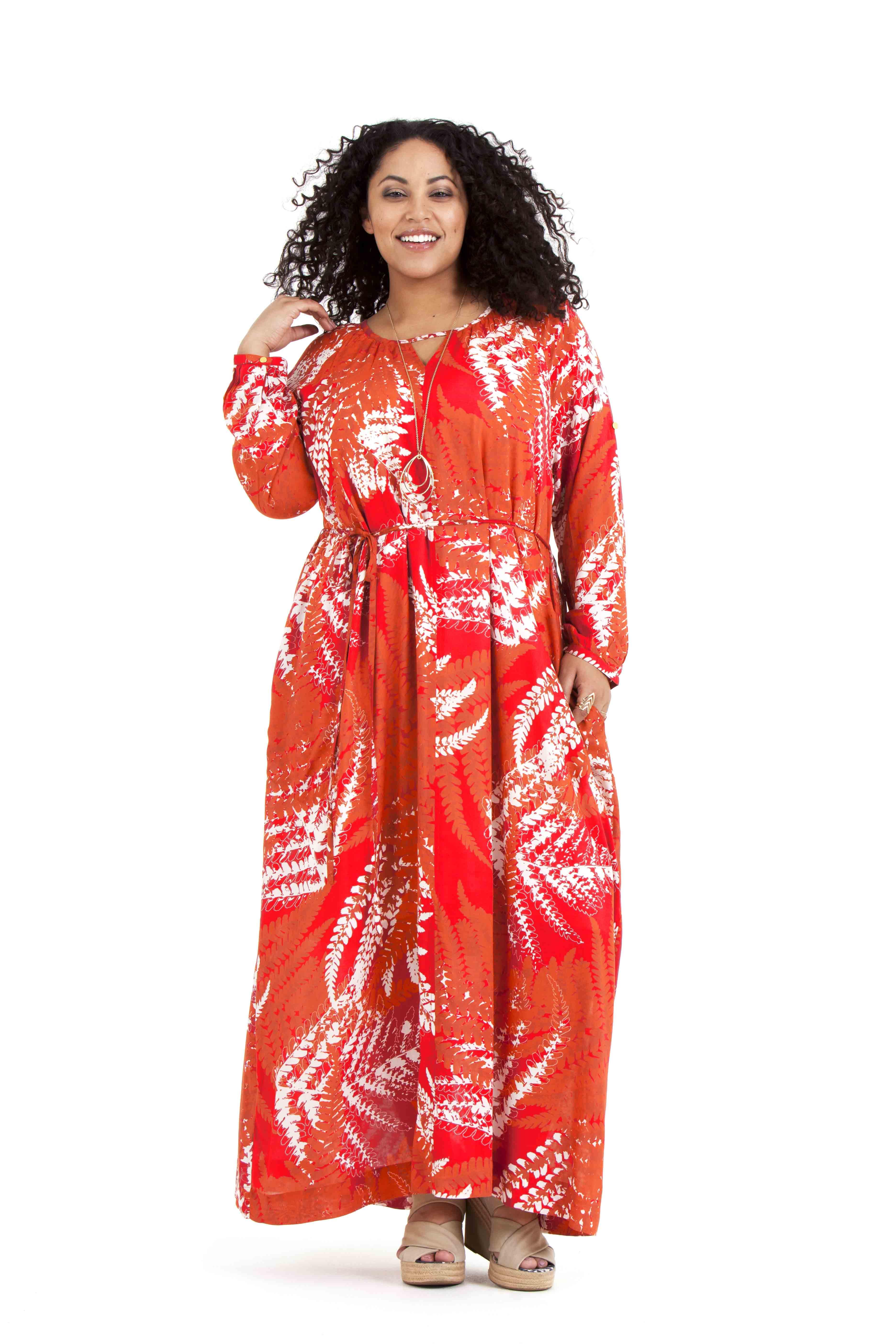 För den som vill ha något hellångt är Ofelia klänningen perfekt. Med knytband i midjan som enkelt kan plockas bort. Finns i Fern orange och Fern grön. Pris 899:-