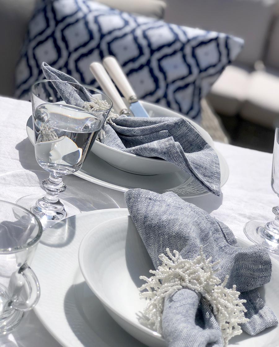 Sommardukning i blått och vitt