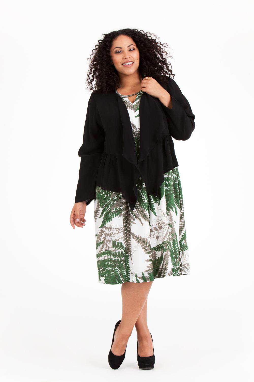 Noor är en av sommarens bästa festklänningar! Finns i svart, Fern grön och Fern orange. Snygg att kombinera med Molly jacka! Pris 799:-/699:-