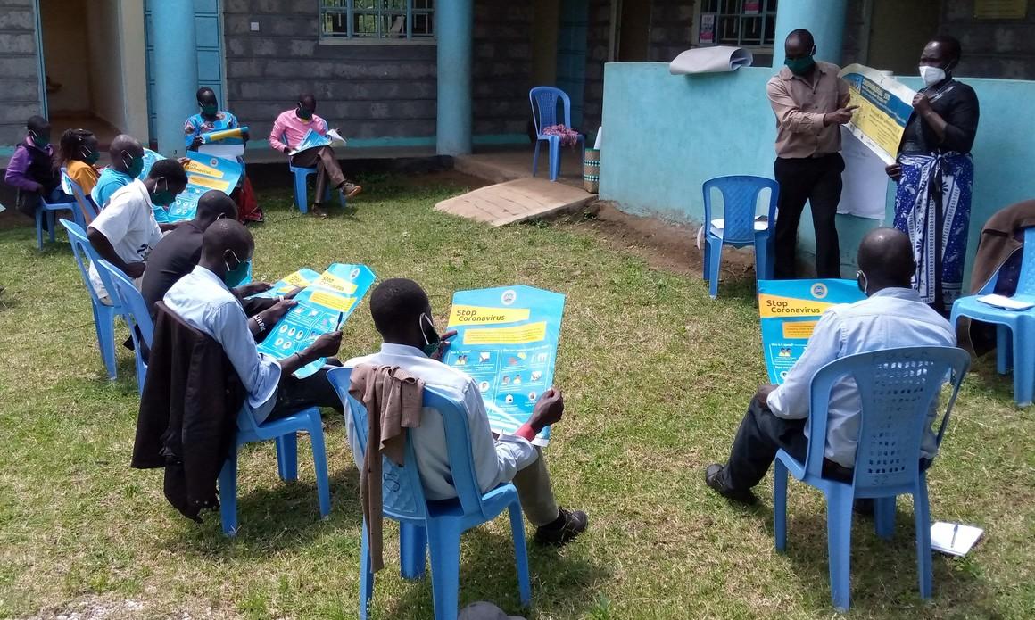 Byhälsovolontärer under utbildning