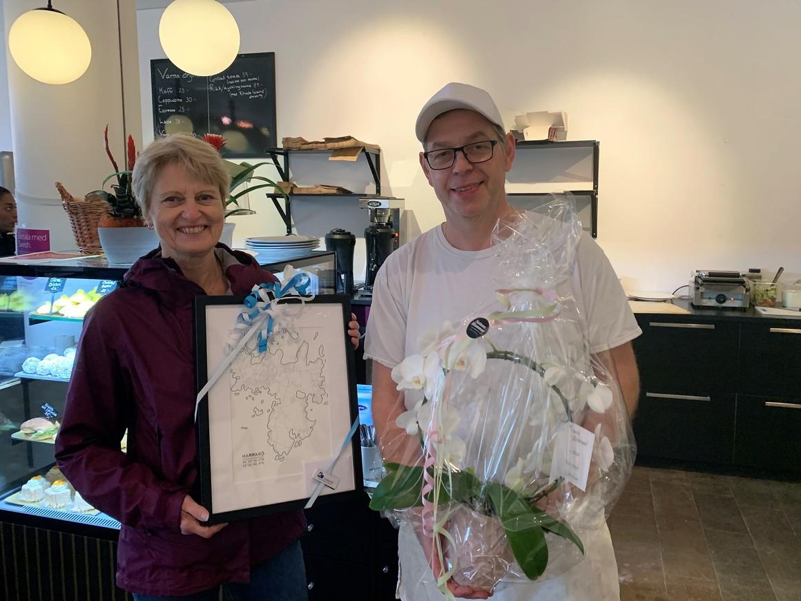 Kommunalråd Solweig Gard och  Vetekransens ägare Jonas Rohman
