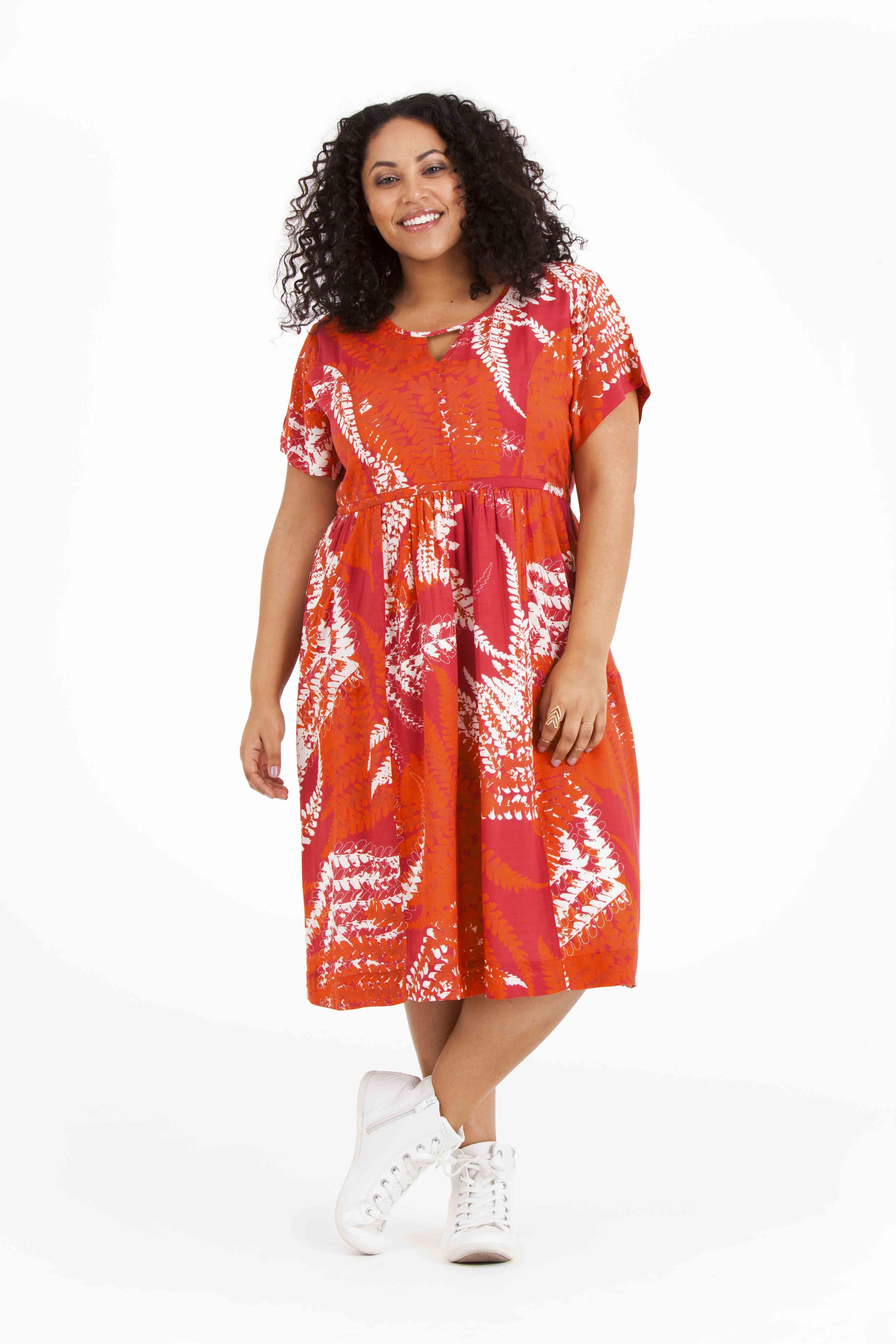 Noor klänning är sval, skön och otroligt snygg i sommar. Pris 799:-