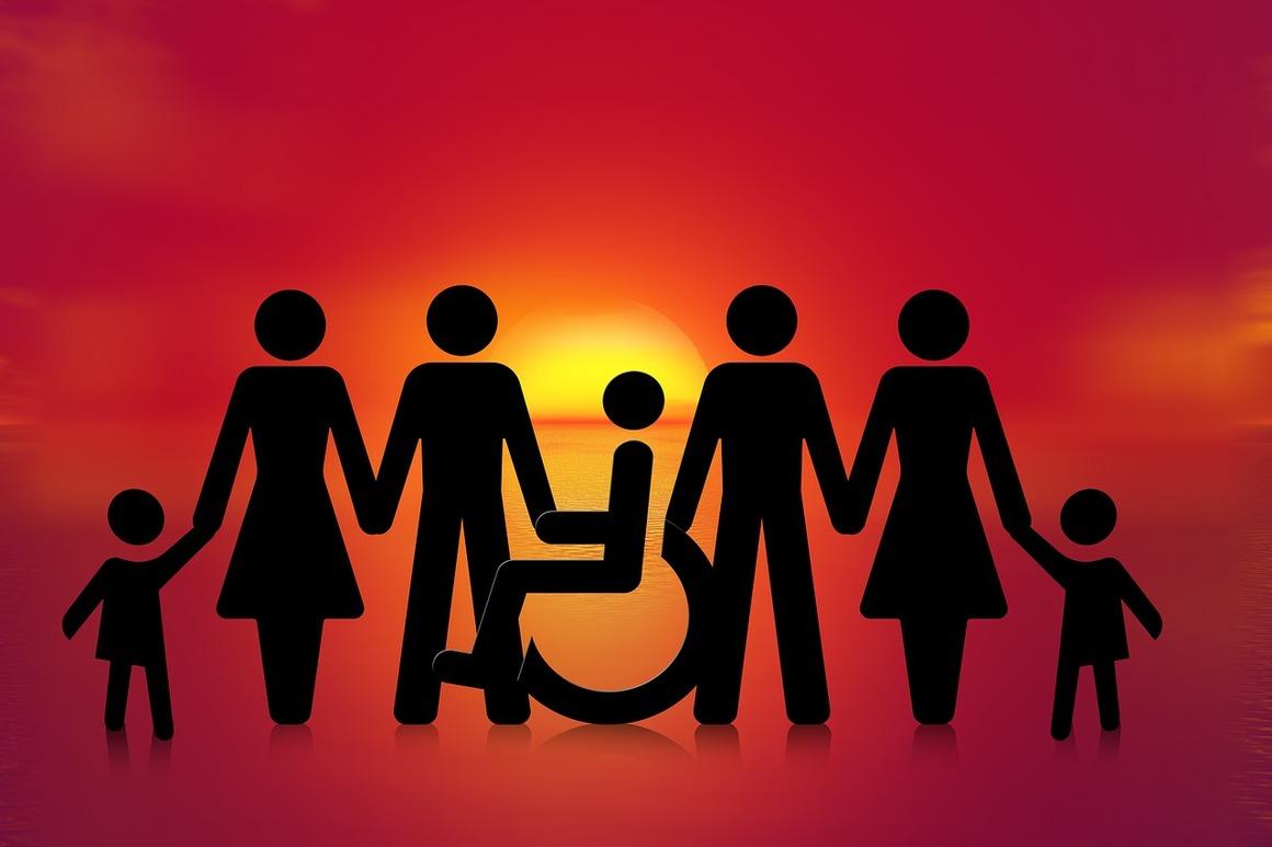orange bakgrund med soluppgång. figurer av olika kön och åldrar samt en i rullstol