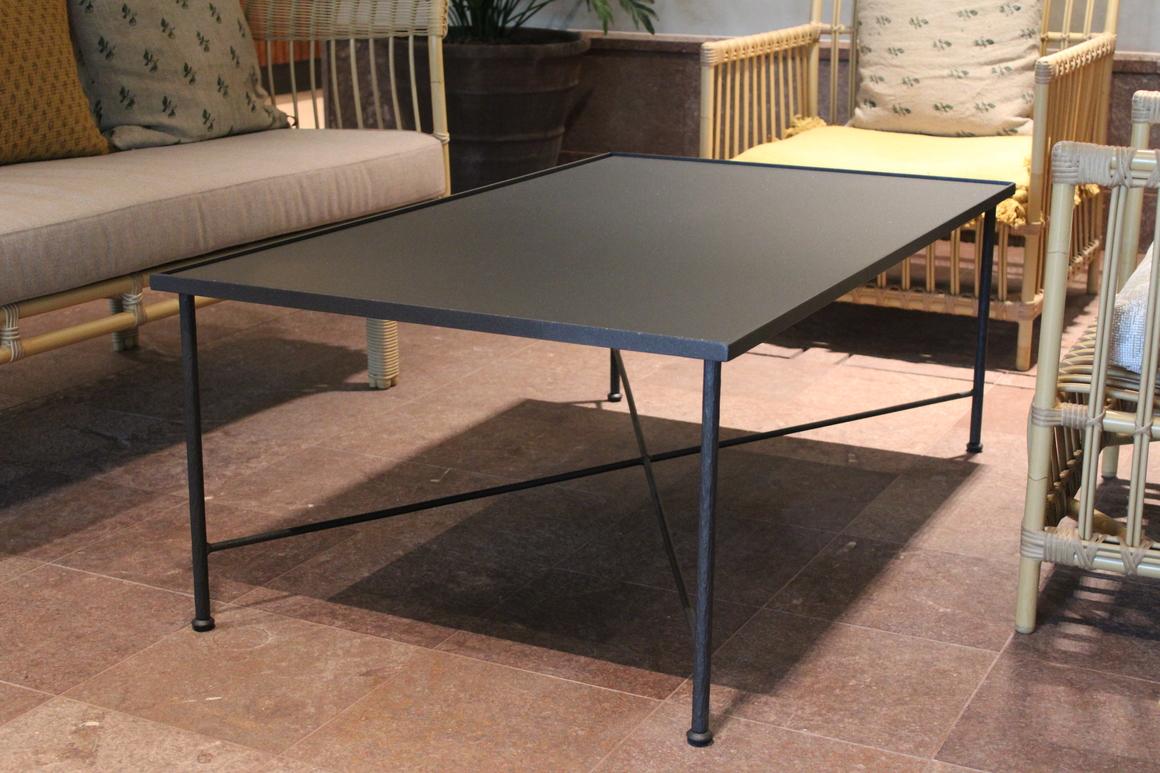 Smidesbord med stålskiva loungebord Cadabra