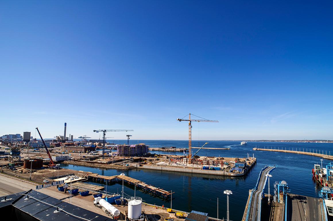 Bild tagen ovanifrån på byggarbetsplatsen på Oceanpiren.