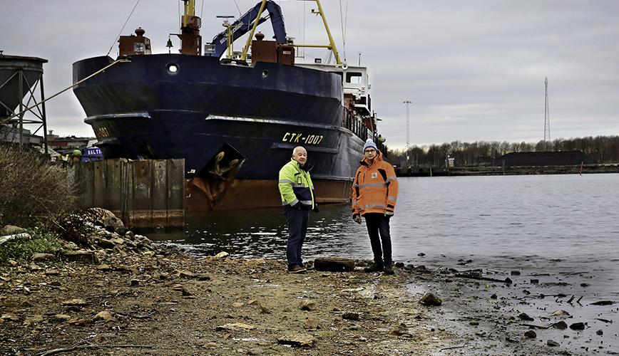 Lågt vatten i Vänern tvingar fartygen lätta på lasten