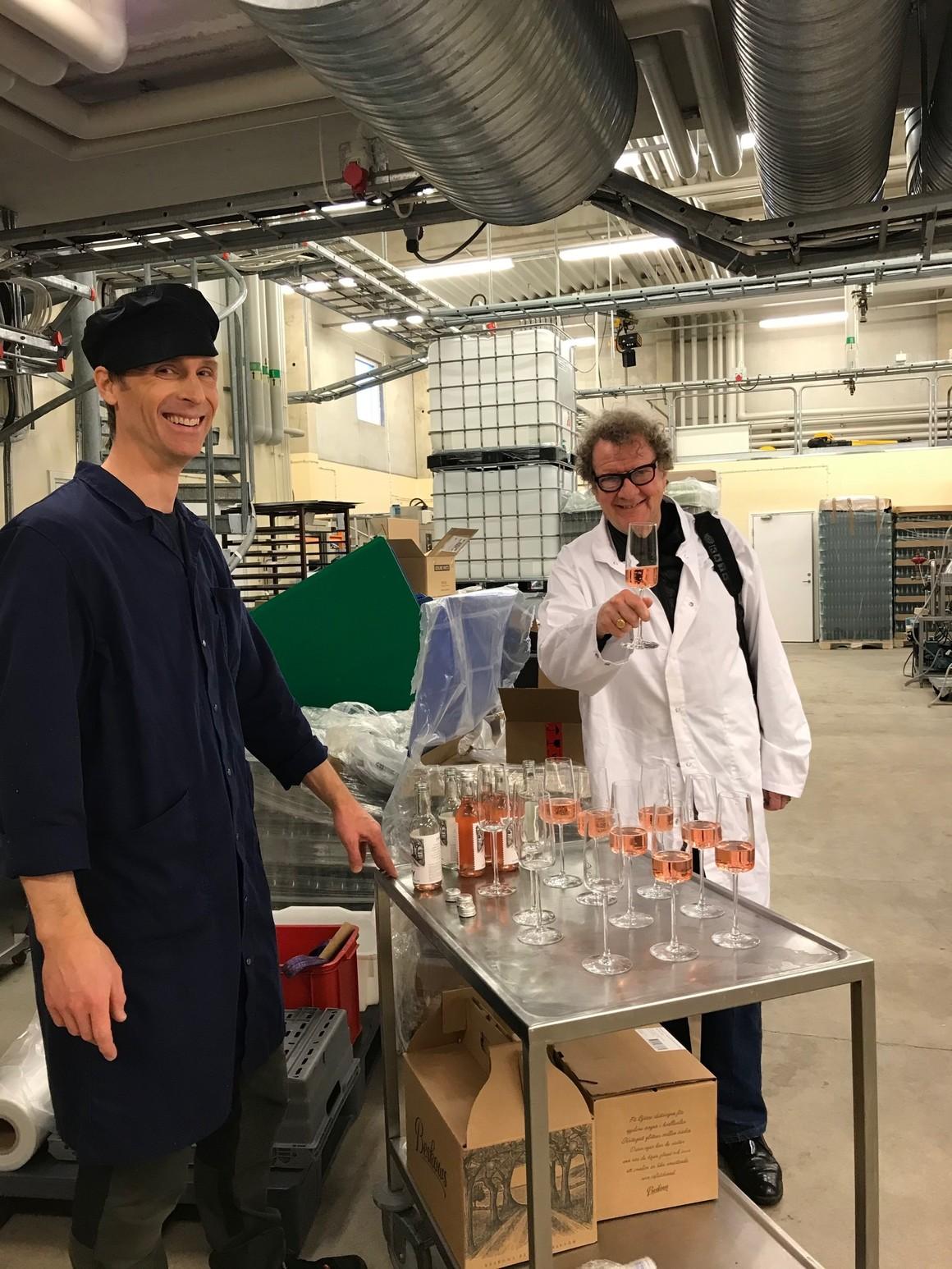 Fredrik Beskow frånBeskows drycker inledde den första träffen med att berätta om sitt företag, sin historia och sina alkoholfria drycker.