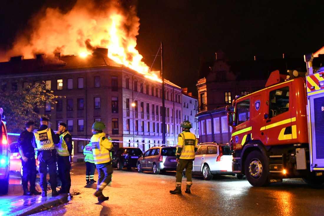 Bilden är skamlöst lånad av Aftonbladet och visar branden i Hästhagen i sommar.