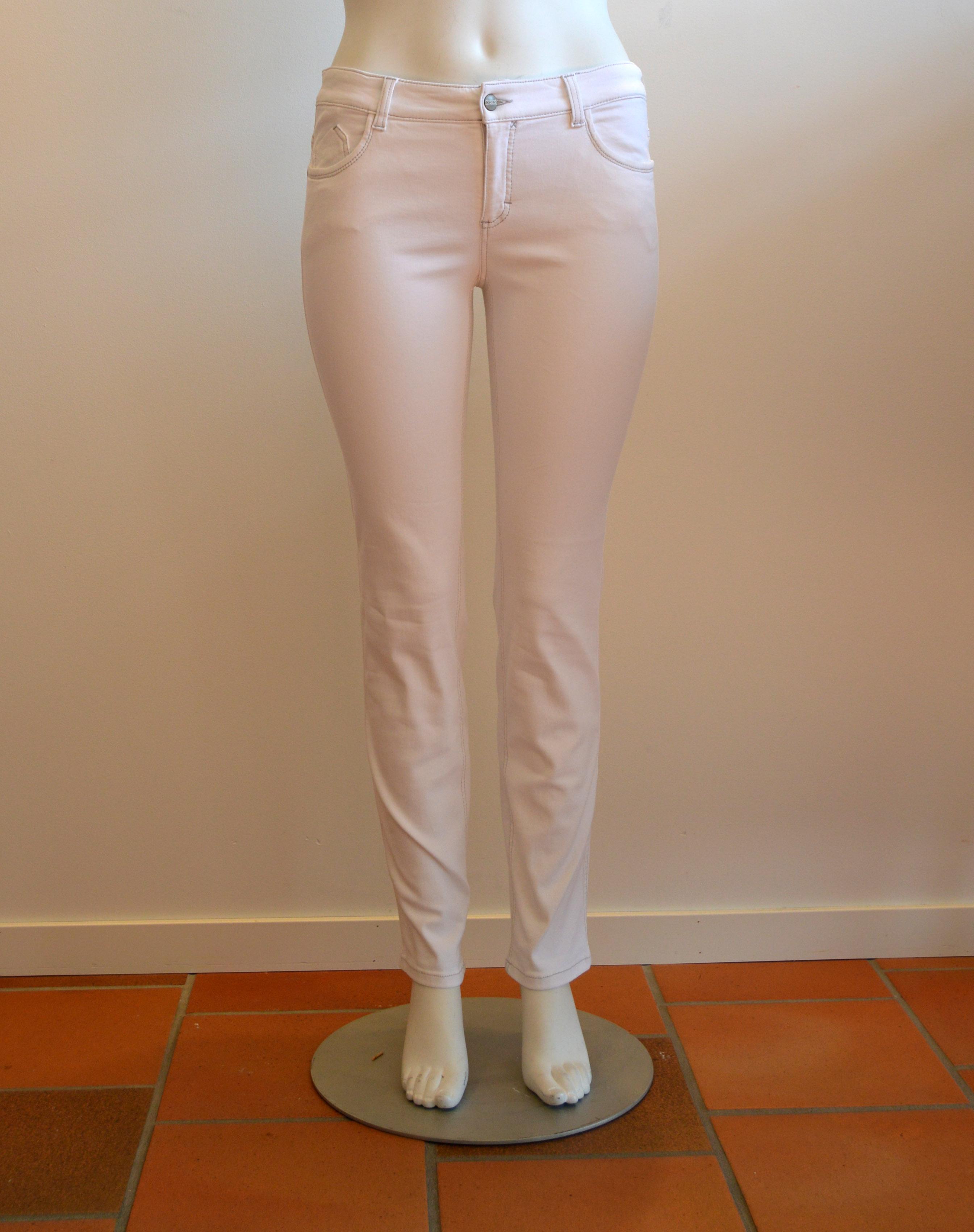 Vita Power jeans. Mest mjuk bomull och så mycket stretch. Pris 899:-