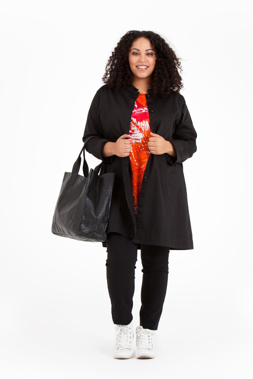 Såhär till hösten kan det vara skönt att hänga på en Molly jacka utanpå favoriten Noor. Pris 699:-